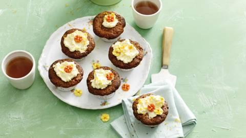 Wortel-tuttifrutti cupcakes met frisse gembercrème