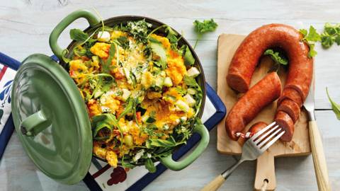 Pompoenstamppot met zoete aardappel, rucola en runderrookworst