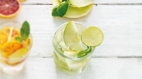 Fruitwater van meloen, appel, basilicum en limoen