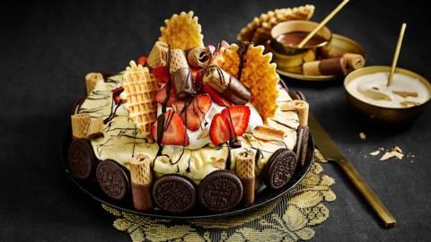 Dame blanche ijstaart met Parijse wafels en aardbeien