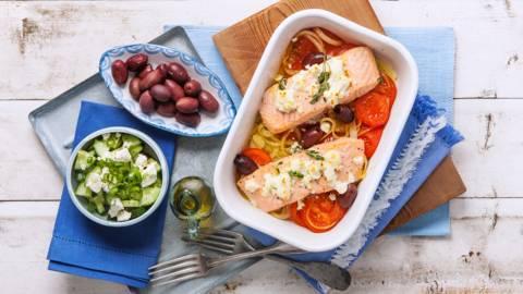 Zalm uit de oven met feta en kalamata olijven