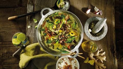 Thaise eendenwok met groene curry