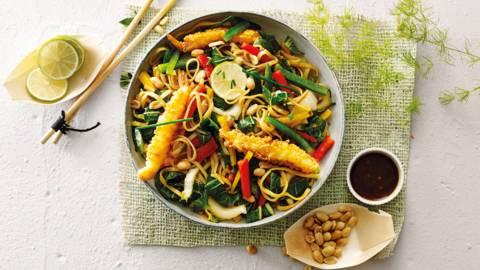 Oosterse salade met tempura garnalen