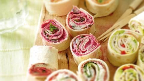 Wraprolletjes met bieten-crème fraîche en haring