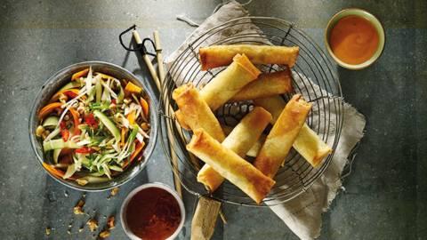 Thaise mini loempia's met komkommer-wortelsalade