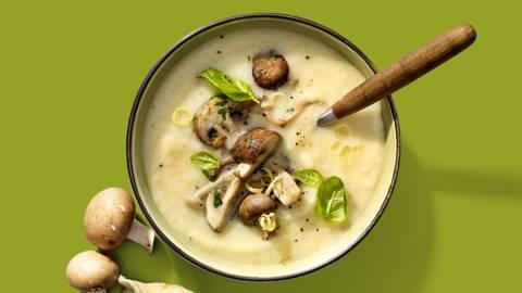 Venkel-knolselderijsoep met champignons