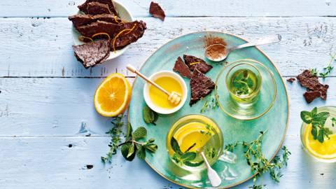 Verse muntthee met sinaasappel, kaneel en honing