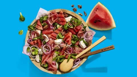 Gegrilde watermeloensalade met geitenkaas, parmaham en pecannoten