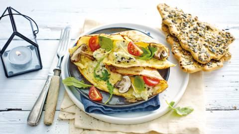 Luxe ontbijtcrêpes met truffelbrie-omelet en kerstcrackers