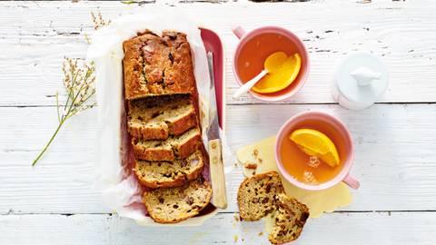 Haver bananenbrood met sinaasappelschil, rozijnen en kaneel