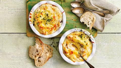 Truffelsoufflé met een zachte eidooier, oesterzwammen en romige puree