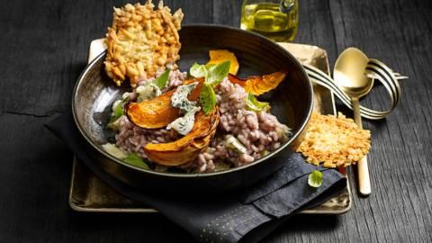 Italiaanse risotto met port, pompoen, bleekselderij, gorgonzola en een gouden parmezaankoekje