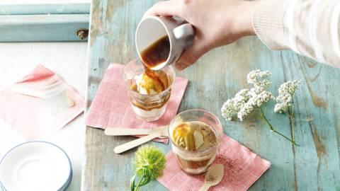 Affogato; dubbele espresso met vanille ijs en cacao
