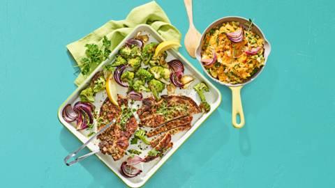 Zoete aardappelstamppot met karbonades en broccoli uit de oven