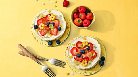 No bake kwarktaartjes met bloemen van fruit