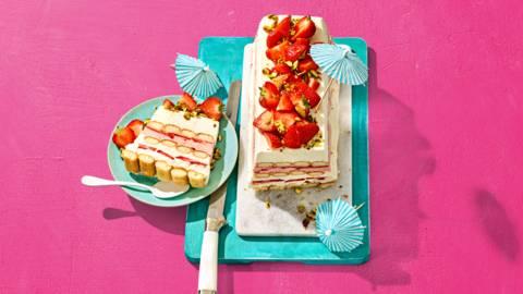 Aardbeien tiramisu taart met pistache