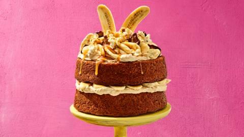 Banoffee taart met koffieroom, zoute karamel, luxe popcorn en gechocolateerde bananenchips