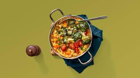 Aardappel-pompoenstamppot met gebakken tomaatjes en broccoli