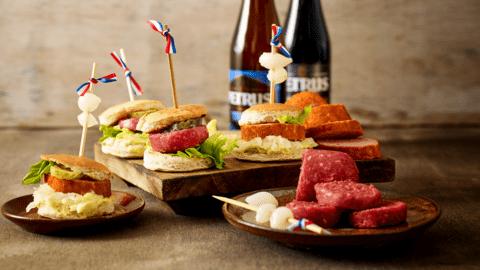 Mini hamburgertjes met ossenworst en grillworst