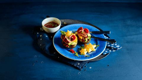 Luxe gevulde avocadosalade met eendenborst, sinaasappel en portdressing