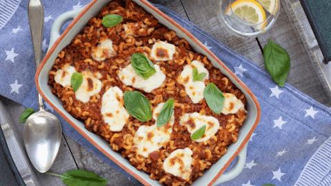 Macaroni bolognese uit de oven met mozzarella