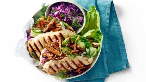 Kleurrijke vegashoarma met huisgemaakte pitabroodjes