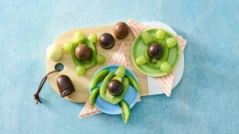 Schildpadje van kiwi, druiven en een choco-zoen
