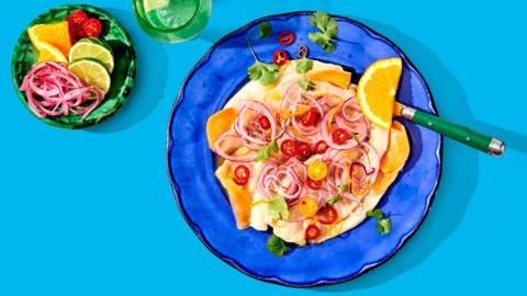 Ceviche van kabeljauw met rode ui en zoete aardappel