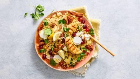 Couscous salade met kip, geroosterde venkel, geitenkaas en verse kruiden