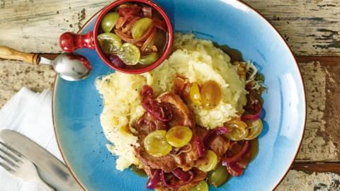 Karbonade met druivensaus en zuurkoolstamppot