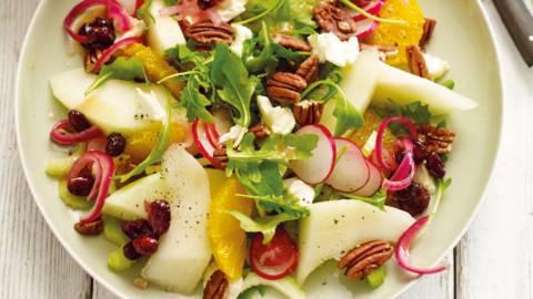 Meloen-sinaasappelsalade met noten en cranberryvinaigrette