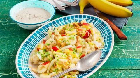 Witlofsalade met banaan, appel en yoghurtdressing