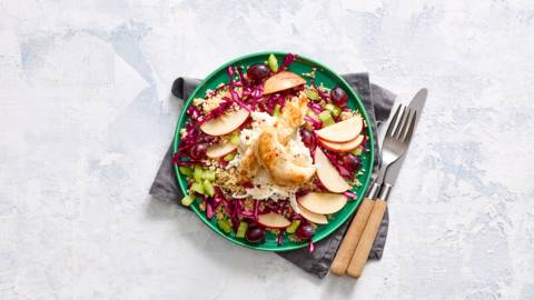 Bulgursalade met kip, appel, druif en sellerysalade