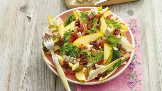 Salade van peer met blauwe kaas en gekonfijte sjalotten
