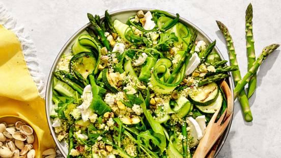 Groene couscoussalade met asperges, geitenkaas en pistachenoten