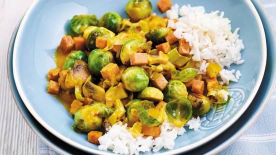Roergebakken spruitjes in curry