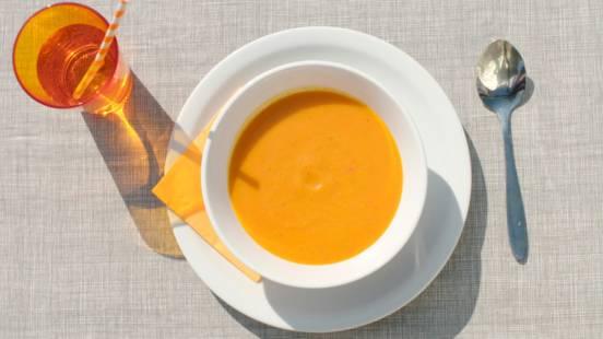 Soep van gele courgette en puntpaprika