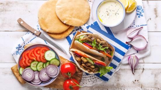 Pitabroodje met gyros en Griekse yoghurt dressing
