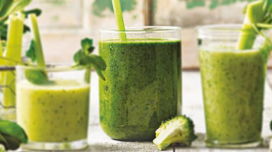 Groene smoothie met spinazie, groene appel en banaan