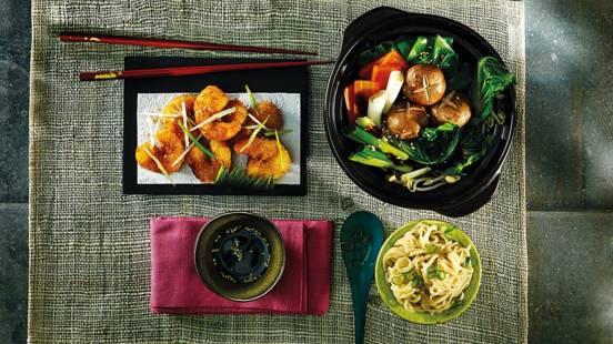 Gefrituurde Japanse garnalen met gestoomde groenten