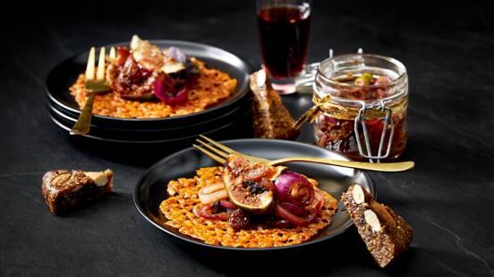 Kletskop van cheddarkaas met huisgemaakte vijgen-uienchutney met port