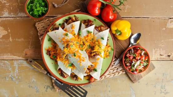 Tortilla's met rundvlees, paprika en ananas
