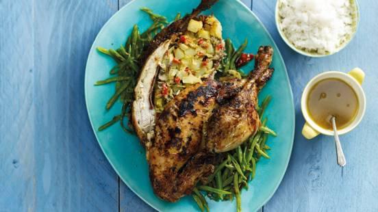 Hele kip met voorjaarsgroenten