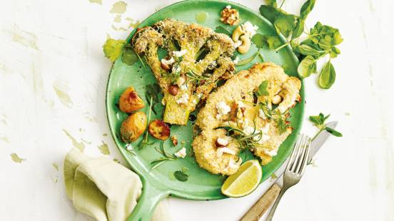 Broccoli- en bloemkoolsteaks uit de oven met kaas en roseval krieltjes
