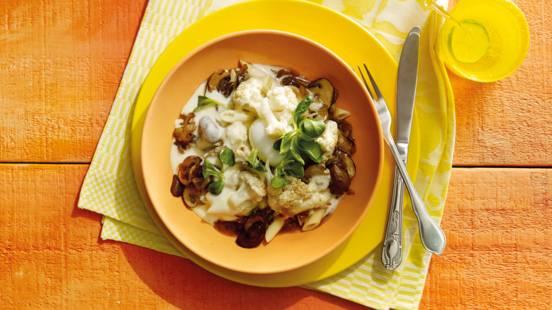 Pasta met gepofte bloemkool, paddenstoelenjus en schuimende suas