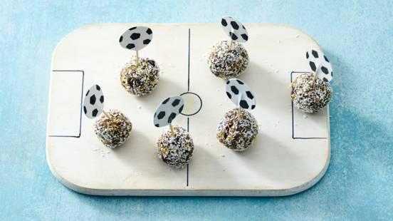 Snackballetjes van dadels en noten