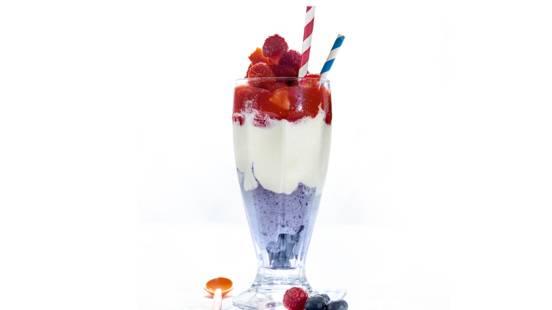 Smoothie met bevroren fruit en ijs