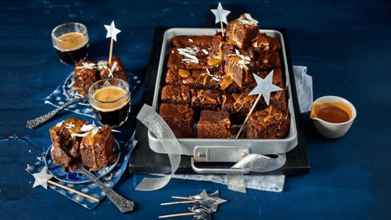 Mini brownies met stoofperen en karamel