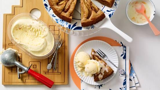 Hollandse kruiden perentaart met sinaasappelyoghurt en bitterkoekjes ijs