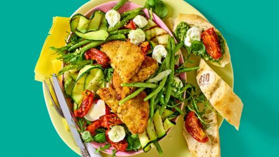 Toscaanse carrés met Italiaanse salade, gegrilde courgette, verse pesto en Parmezaanse kaas
